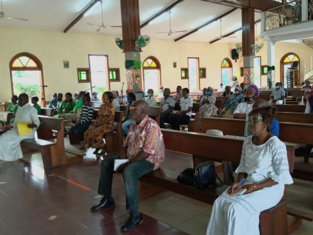 Conférence débat de L'ALCR à la paroisse Saint Luc de BIKELE